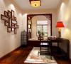 基础装修以现代的感觉的为主,略带中式的代表性元素。后期的家具和配饰以新中式为主。整体的的效果达到温馨舒适略带中式元素又不显单调。