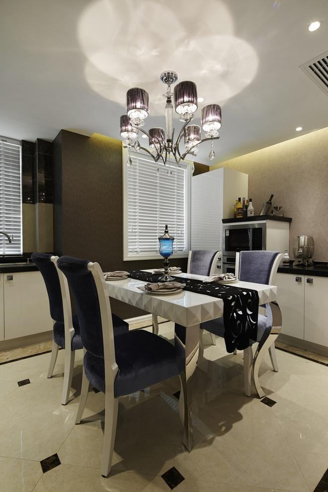 餐厅图片来自家装大管家在后现代欧式风格 110平低调华丽居的分享