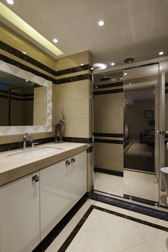 卫生间图片来自家装大管家在后现代欧式风格 110平低调华丽居的分享