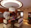 餐厅运用圆形,木质包边,开放式厨房改变了传统中式的不时尚与不实用,上圆下方的造型,给整个空间增加了立体感。