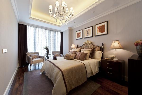卧室图片来自石家庄品界国际装饰在国仕山175平米欧式风格装修的分享