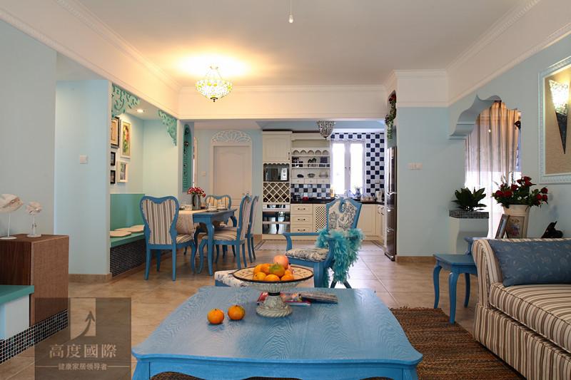地中海风格对中国城市家居的最大魅力来自其色彩组合。西班牙蔚蓝色的海岸与白色沙滩,希腊在碧海蓝天下的白色村庄,南意大 利的金黄向日葵花田、法国南部蓝紫色薰衣草、北非沙漠及岩石的红褐、土黄的浓厚色彩组合。