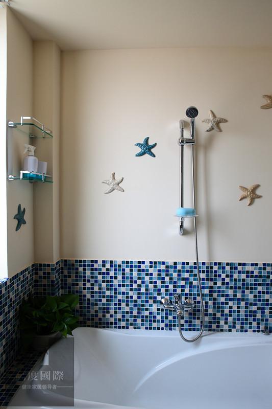 再就是要线条不修边幅,显得比较自然,因而无论是家具还是建筑,都形成一种独特的浑圆造型。白墙的不经意涂抹修整的结果也形成一种特殊的不规则表面。