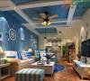 设计师用蓝色的漆做成客餐厅的吊顶颜色,墙面用木地板刷成浅蓝色,白色的木质吊顶和蓝色的墙面,设计师刻意营造出蓝天白云的感觉,和自然拉近了距离,坐在沙发上,一抬头,仿佛看见了天空一样!