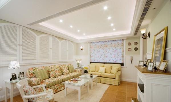 吊顶的设计,沙发背景墙的设计。厨房和客厅分区的弧形吧台设计。卧室墙面的设计。餐厅的储物设计。