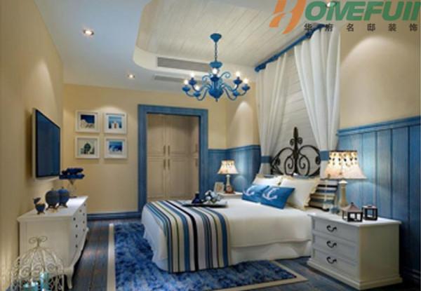 卧室设计仿佛一帘幽梦,白色的纱幔和蓝色的吊灯营造出浪漫的感觉!