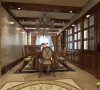 名雕装饰设计--天御山别墅--美式混搭--餐厅:以木为主,实木家具,实木地板,木饰面与花纹图案,天然的材质,体现朴实自然的家庭氛围,透出高调的品味与浑厚的艺术底蕴。