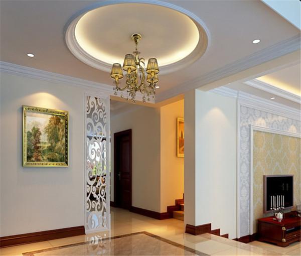 让整个客厅营造出时尚、高贵、轻松、愉悦的视觉感空间,没有任何的花哨装饰,也让客厅增添了大气感,营造出一个朴实之中的时尚简欧家居设计。