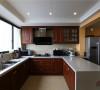 高档家具往往选择部位良好的木质以增加质感和价值。怀旧、浪漫和尊重时间是对美式家具最好的评价。