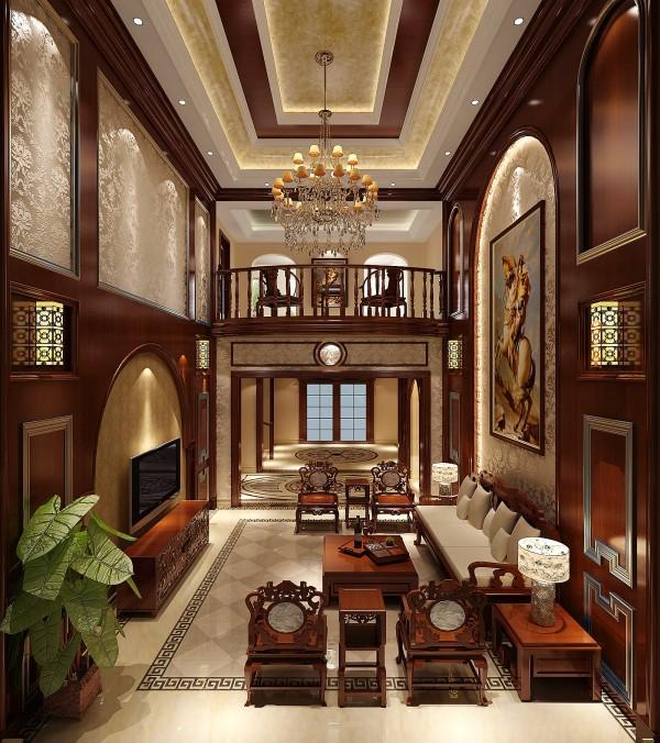 厅里摆一套明清式的红木家具,墙上西方的拿破仑的油画,瞬间整个客厅的挑空变得非常大气。