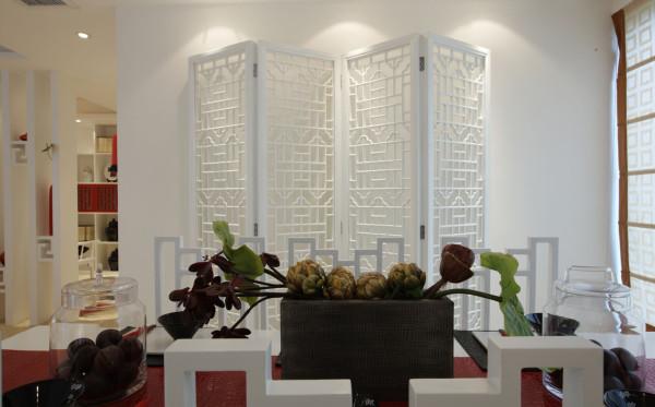在造型上,主要的设计就是屏风的设计。电视背景墙,给人眼前一亮的感觉。