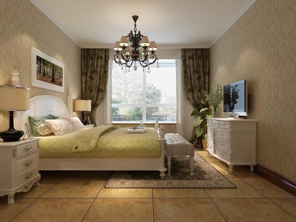 次卧室:次卧室为女儿房,墙面采用淡黄暗花壁纸结合白色家具,浪漫淡雅
