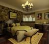 主卧室:墙面挂镜线分区,挂镜线以下壁纸背景,结合窗帘增加卧室的精致感。