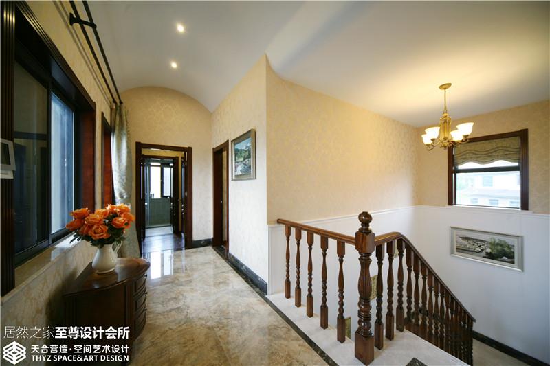 别墅 欧式 楼梯图片来自武汉天合营造设计在保利十二橡树古典欧式风的分享