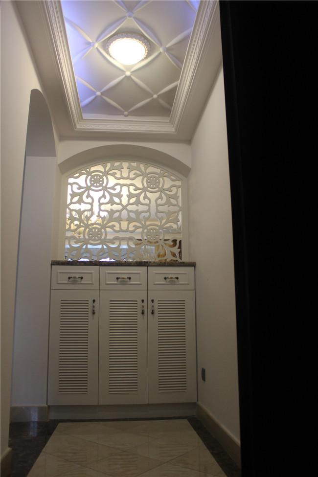 三居 欧式 玄关图片来自成都金煌装饰在简欧风格的空间美学的分享