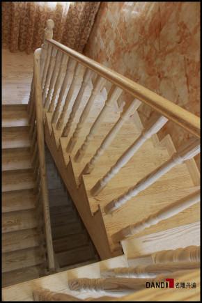 欧式 别墅 高富帅 名雕丹迪 别墅装饰 别墅设计 楼梯图片来自名雕丹迪在欧式风格--500平奢华别墅装修的分享