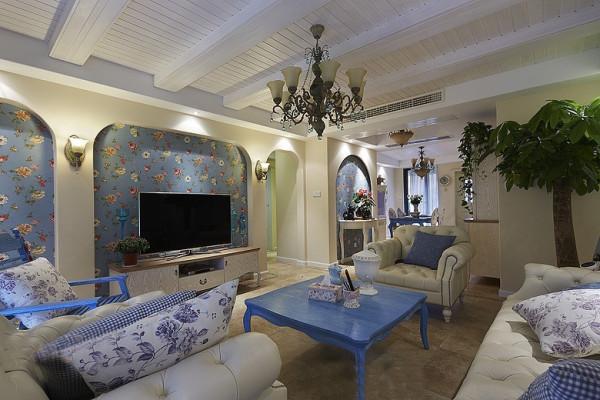 走进客厅,圆形拱门及回廊采用了数个连接或以垂直交接的方式,在走动观赏中,出现延伸般的透视感。精致的灯具与之相互呼应,营造出一种浪漫的气息。
