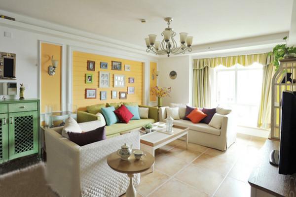 贴合自然的柔和色彩和流畅的线条把客厅妆点出清晰的田园风情。值得一提的是沙发背景墙,它的设计精美,立体感强,整个墙面呼之欲出。