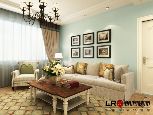 客厅沙发背景展示,乳胶漆分色处理,以及家庭照片的点缀,简单完美。