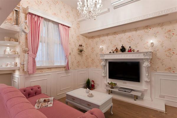 浪漫的客厅空间,客厅壁炉式的电视主墙,客厅的水晶吊灯