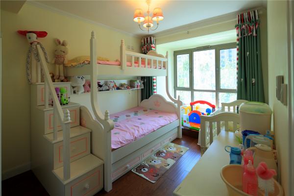 叠床的设计让儿童房更实用,同时也符合宝宝好动的性格!