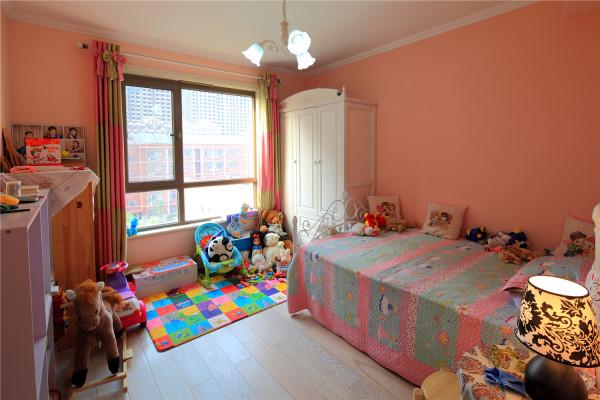 充满童话色彩的儿童房装修,很浪漫温馨。