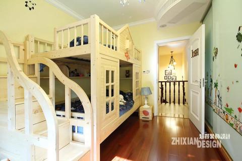 儿童房,乐趣十足。暖色调的淡黄色让小屋永远是暖洋洋的,造型别致的床俨然一座小城堡,每个阶梯都是一个小的收纳所。