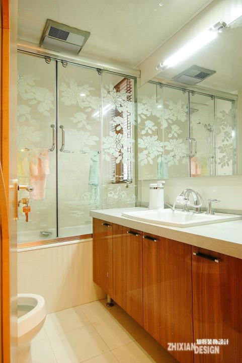 卫生间设计的以合理布局空间功能为主线,简洁无赘物。完全符合现代简约之审美。