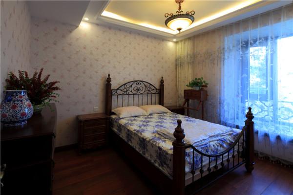 儿童房的设计简单舒适,没有过多的装饰却很舒服