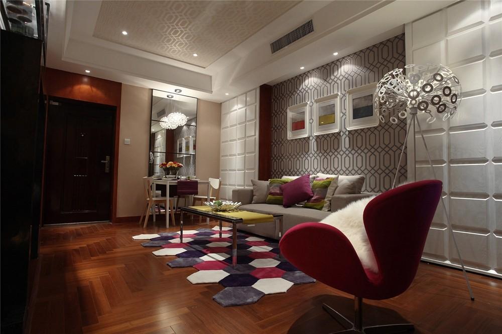 客厅的色调搭配,使整个空间显得异常和谐。