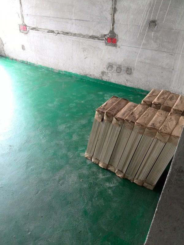 卧室铺木地板,找平地面,扫地坪漆