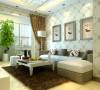客厅空间内淡淡的带花壁纸为简约的空间添加了温馨,时尚,三幅简约的挂画银白色画框为温馨简约空间添加了一丝时尚。
