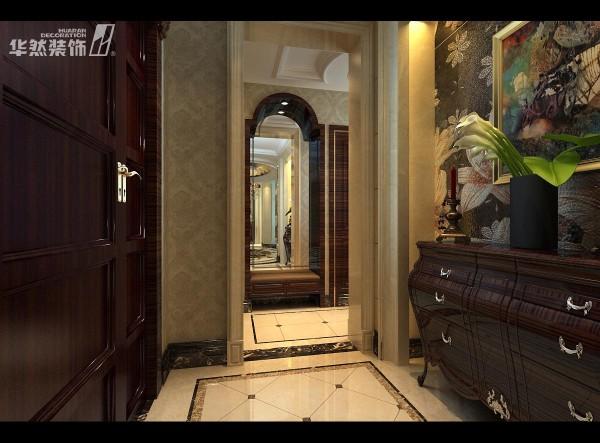入户正前方设计一个端景柜,既美观又显档次。