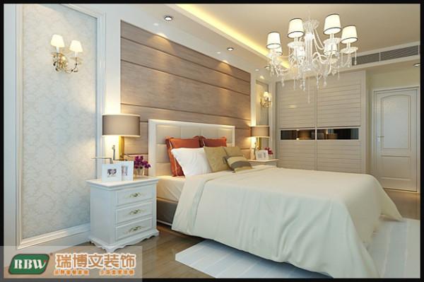 主卧室采用的主色系是白色,有种简欧的风格。。。