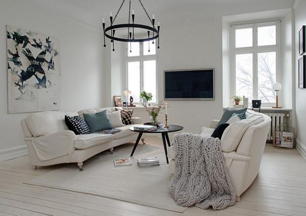 在这个118平米新装修的北欧公寓里,你不仅可以欣赏到室外壮丽的景色,还可以寻找到上世纪的印象。