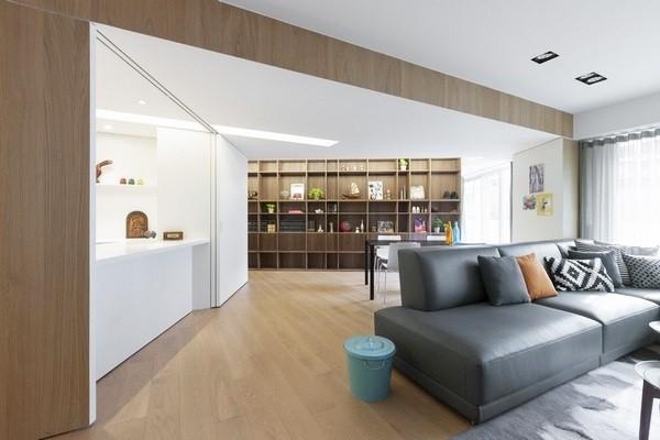 客厅后面就是书房