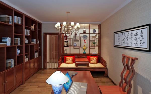 设计理念:深色的定制成品酒柜,1米八的罗汉床,一进门就让我们感受到中式色彩带给我们的高大上的感觉。 亮点:书房的台灯的选择尤为重要。