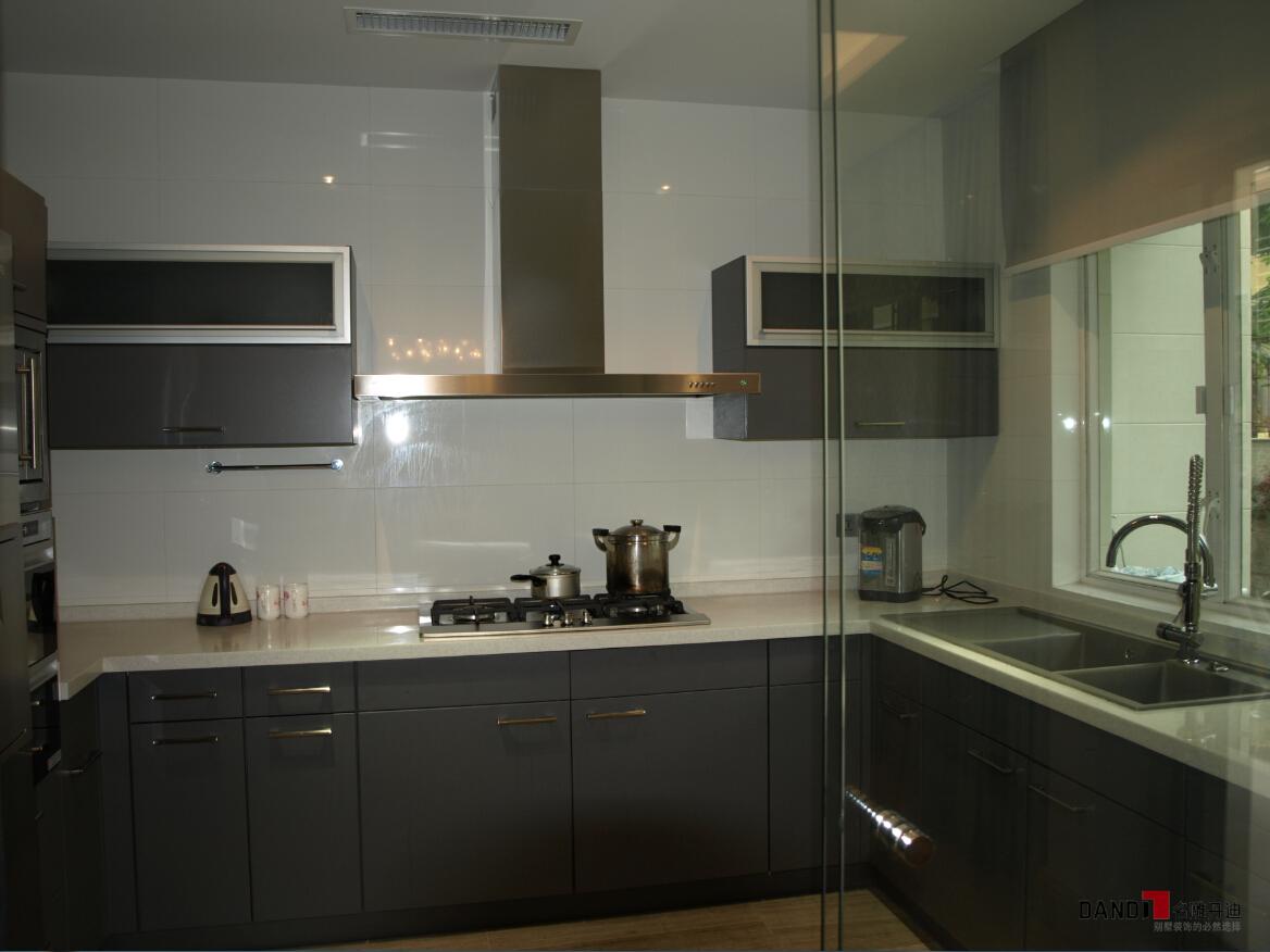 现代 别墅 碧日湾 高富帅 时尚空间 名雕丹迪 厨房图片来自名雕丹迪在现代风格—320平灰色前卫空间的分享