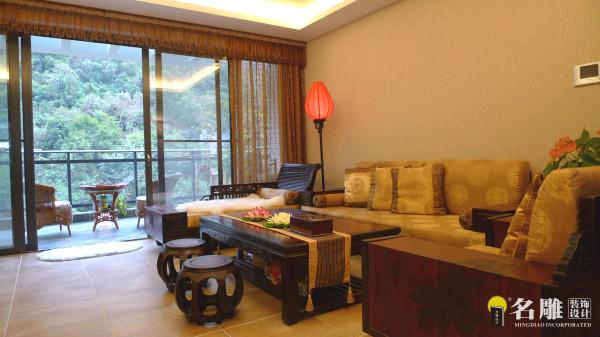 名雕装饰设计——鸿景翠峰——典雅三居室——现代中式——客厅沙发背景墙:采用中式元素及天然洞石为主体墙,配以红木中式家俬,且内外相融,呈现自然古朴,悠闲的韵味。