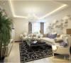 客厅白色的皮质沙发 ,柔软的抱枕,重色的地毯,使空间雅致、干净、大气,在温暖的的灯光下享受休憩的时光。