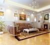 客厅采用反射式灯光照明和局部灯光照明,置身其中,舒适、温馨的感觉袭人。家居选用现代感强烈的家具组合,简单、抽象、明快,现代感强。