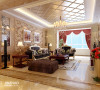 客厅:靓丽华美的设计、浓烈的色彩构成,精美的造型达到雍容华贵的装饰效果。用华丽的吊灯来给客厅营造氛围。