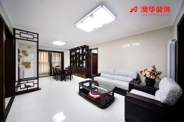 本案为中式简约风格,没有太多累赘造型,注重线条的规整与流畅,以及空间布局的实用性,充满文化底蕴的综合美感。将其中一个房间改造为实用的衣帽间,使得卧室空间更为宽阔。