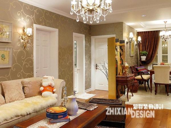 客厅和餐厅的过渡地带,设计精致。颜色组合是室内设计常用的一种设计手段。