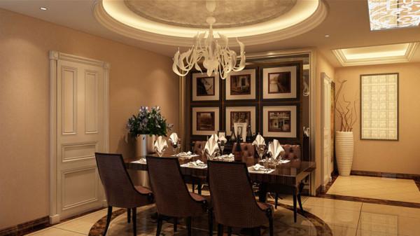 欧 式室内风格之所以历久不衰,首先是由于它讲求合理、对称的比例。较为典型的欧式元素为石膏线、装饰柱、 壁炉和镜面等,地面一般铺大理石,墙面贴花纹墙纸装饰。