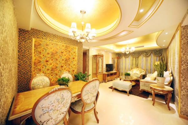 【客餐厅:金色梦想】     这是一个有关金色的梦想,主人弯弯有着一个怀旧复古的心,喜欢宫殿的雍容和古典。
