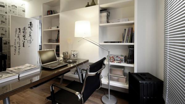 书房是主人安静看书和工作的地方,整齐设计了书柜和书桌的空间摆放,书桌和窗户摆放一起可以使主人看书和工作光线可以达到更好的效果,整洁干净舒服的书房可以让主人足够可以精心工作和学习。
