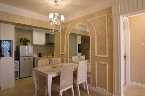 本设计主要以家具和顶面的颜色近似,墙壁的颜色深一点,有一点分割,这样比较舒适。墙面有石膏线条造型,让室内显示出豪华、富丽的特点,充满强烈的动感效果。