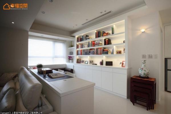 贴心设想白色材质的耐用性,台面都换为人造石,藉以延长使用寿命。