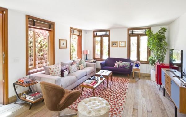 装修亮点:明亮的颜色组合,搭配上吸引眼球缺不现杂乱,红白相间的地毯使人眼前一亮,点缀了整个空间。